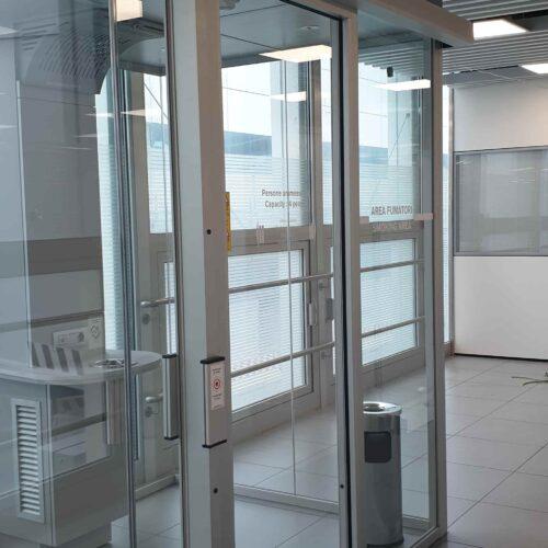 Installazione Porte Automatiche FAAC presso le smoking cabin Aeroporto di Fiumicino, Roma - Cebi Srl