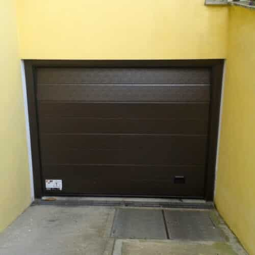 Portone sezionale per garage con automazione Faac - Roma - Cebi