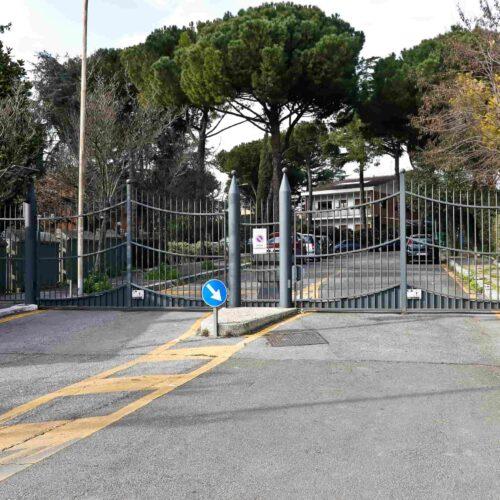 Realizzazione e installazione cancelli automatici, impianto di controllo accessi, impianto citofonico presso consorzio a Roma