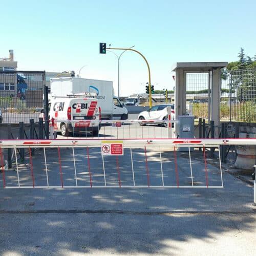 Barriere automatiche interbloccate Faac con kit siepe presso Comifar, Roma - Fornitura e Installazione CEBI Srl