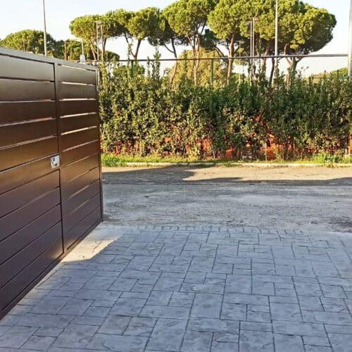 Cancello automatico ad ante battente con motivo a doghe orizzontali - Realizzazione e posa in opera CEBI, Roma