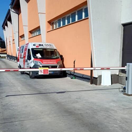 Barriera automatica FAAC B680H ibrida a uso intensivo - Fornitura e Installazione CEBI Srl presso Monte Compatri, Roma